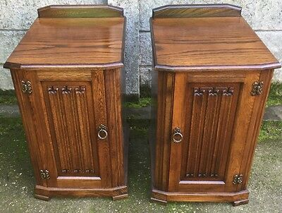 Fine Pair Of Arts & Crafts Oak Linen Fold Bedside Cabinets/stands Very Clean