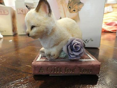 """CAT FIGURINE """"A Gift for You""""  COUNTRY ARTISTS KITTEN COLLECTION"""