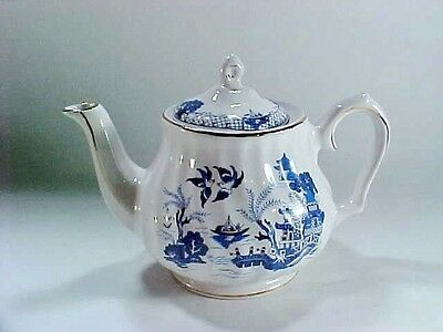 Salem China: English Collection: Blue Willow Pattern Gold Trim Teapot w Lid