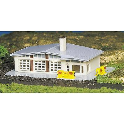 NEW Bachmann Gas Station Built-Up N 45904