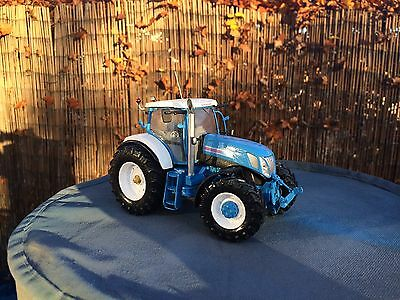 New Holland T7070 Ros Boxed Britains Scale 1/32 Conversion
