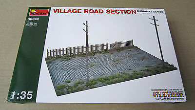 VILLAGE ROAD SECTION     1/35 MiniArt   # 36042
