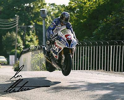 Ian Hutchinson 2016 Isle of Man TT signed 10 x 8 picture & proof certificate.