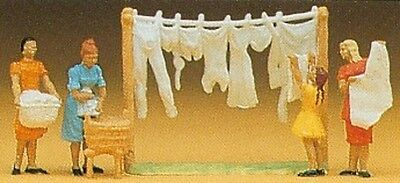 PREISER 14050 1:87 HO SCALE Women Hanging Washing x 4