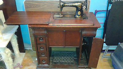 1910 Singer sewing machine with four drawer cabinet
