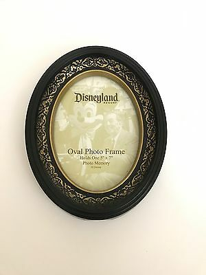 Disney Silhouette Picture Photo Frame 5x7 oval frame from Disneyland Excellent