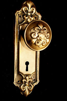 FLEUR de lis Brass-Tone DOOR KNOB & BACKPLATE Stamped Steel Antique Hardware3-3