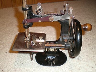 Singer Model # 20  Childs Sewing Machine Cast Iron