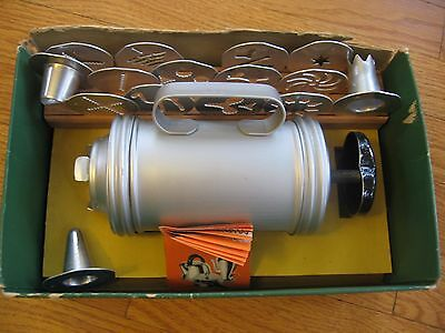 VINTAGE MIRRO COOKY & PASTRY cookie PRESS 358-AM 12 discs 3 tips
