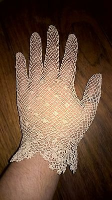 Beautiful Cream Lace Vintage Gloves