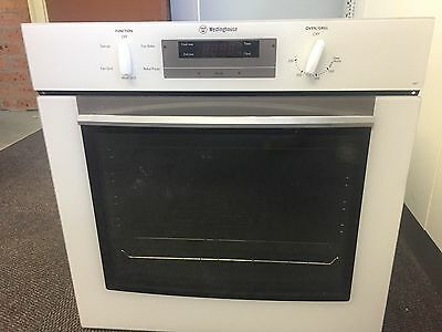 WESTINGHOUSE MULTI FUNCTION FAN FORCED 600MM ELECTRIC OVEN in VERY GOOD COND