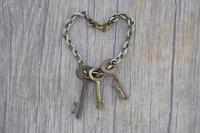 Orig. VINTAGE Brass Small Skeleton Charming Necklace Pendants Art KEYS w Chain