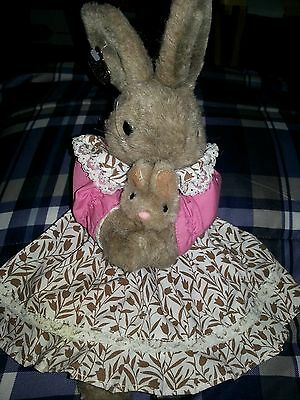 "1990 Ganz Bros Heritage Collection Mom Bunny Rabbit n Dress Holding Baby 15"" c43"