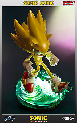 Modern Super Sonic First for Figures f4f EXCLUSIVE mit LED Beleuchtung SEGA