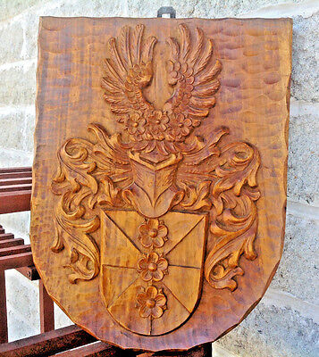 ANTIQUE 18th / 19th CENTURY CARVED WOODEN SHIELD PLAQUE FAMILY ARMORIAL CREST