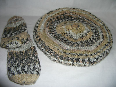 Hand-knitted Childs Tammy/Beret and Mittens – Ref 967