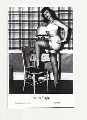 (N74) Glamour Bettie Page Swiftsure (333/252) Photo Postcard Film Star Pin Up