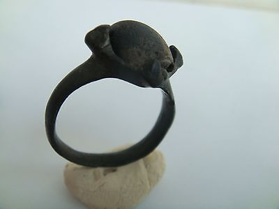 ANCIENT RING with black stone