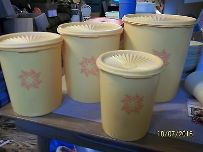 TUPPERWARE 4 Piece Harvest Gold Nesting Canister Set Servalier One Touch Lids