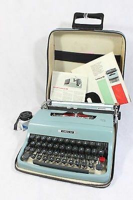 S67 Beautiful Vintage Portable Olivetti Lettera 32 Blue Typewriter and Case   B1
