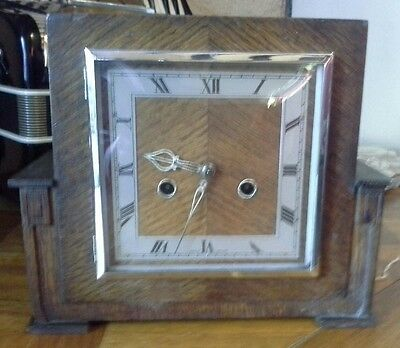 Oak chiming mantle clock