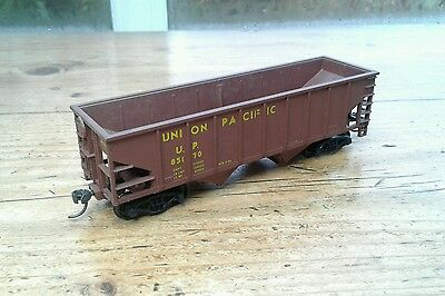 Walthers Ho, 36' Hopper Car, Union Pacific #85170.   (4)
