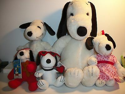 Lot of Vintage Plush 4 Snoopy & 1 Belle Dolls & Some Snoopy Outfits to fit 1 Dog