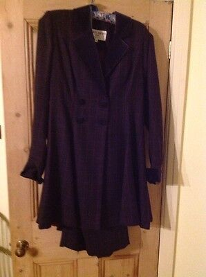 Droopy & Brown's Classic Ladies Suit - Size 12 UK