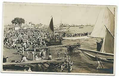 CROWDED BEACH wirh SAILING BOATS & JETTY  Real Photo Postcard UNKNOWN LOCATION