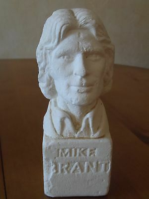 Buste/Bust Mike Brant