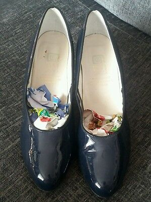 Vintage navy shiny court shoes heels size 6