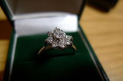 A Natural Diamonds Cluster 18k gold Ring with Certificate valued at £1695