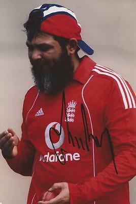 ENGLAND: MUSHTAQ AHMED SIGNED 6x4 ACTION PHOTO+COA