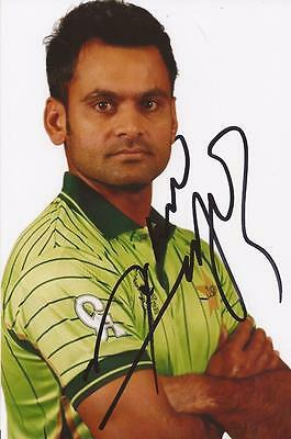 PAKISTAN: MOHAMMAD HAFEEZ SIGNED 6x4 ODI PORTRAIT PHOTO+COA
