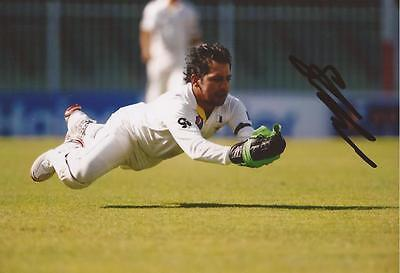 PAKISTAN: SARFRAZ AHMED SIGNED 6x4 TEST ACTION PHOTO+COA
