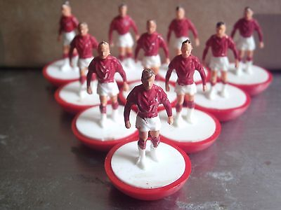 Subbuteo Walkers Moulded Bases Standard Reference 1 Red & White Football Team