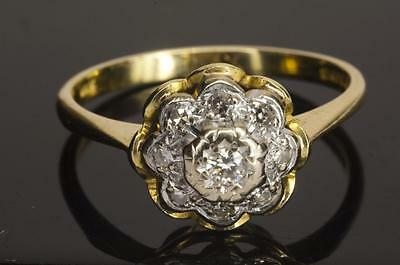 A VINTAGE SOLID 18ct GOLD DIAMOND CLUSTER RING SIZE N/O (US 7)