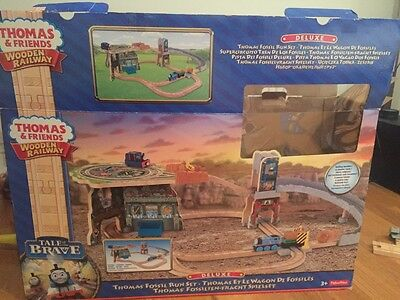 thomas and friends wooden railway fossil run set with original box