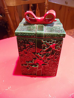 Vintage Lefton Green Holly Berry Covered Gift Candy Box #3752