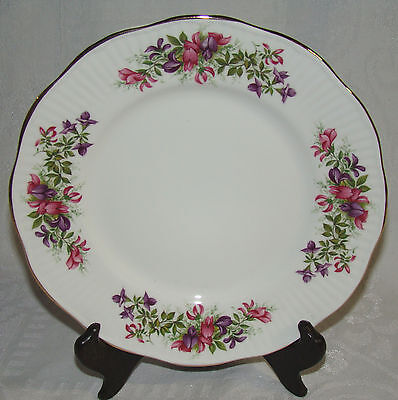 "Vintage Queens Rosina China Co.  ENGLAND Scalloped Edge 8 1/8"" Plate Dish"