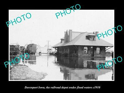 OLD LARGE HISTORIC PHOTO OF DAVENPORT IOWA, THE RAILROAD STATION IN FLOOD c1910