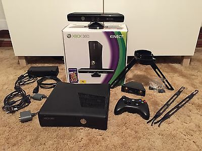Xbox 360 Kinect bundle 250GB + games and extras