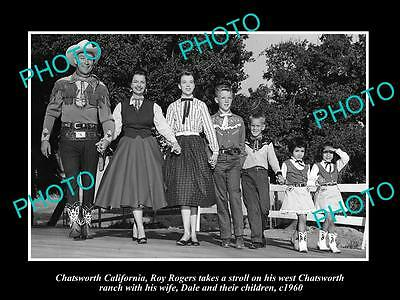 OLD LARGE HISTORIC PHOTO OF COWBOY ROY ROGERS, DALE EVANS & HIS FAMILY c1960