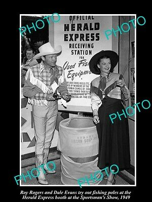 OLD LARGE HISTORIC PHOTO OF COWBOY ROY ROGER & DALE EVANS AT FISHING SHOW c1949