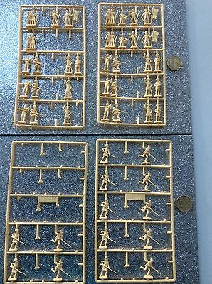 QUALITY ROYAL HIGHLANDERS TOY PLASTIC SOLDIERS SIZE 26mm