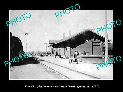 OLD LARGE HISTORIC PHOTO OF KAW CITY OKLAHOMA, THE RAILROAD DEPOT STATION c1940