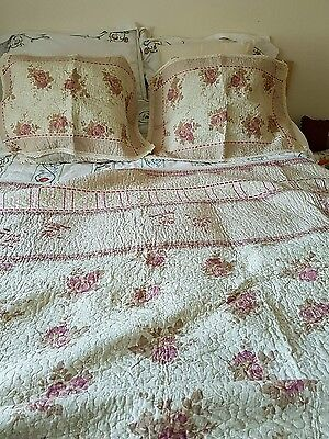 Bedspread/Throw/Quilt with pillow shams