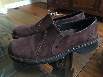 CLARKS SLIP ON LOAFERS BROWN SUEDE WOMENS SIZE 9.5 M Excellent Condition