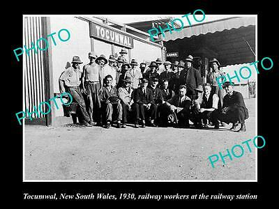 OLD LARGE HISTORIC PHOTO OF TOCUMWAL NSW, RAILWAY STATION & STAFF c1930
