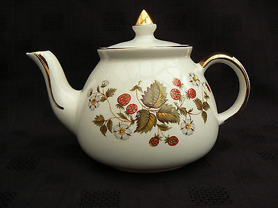 Gibsons Teapot, Strawberry Design, Staffordshire, England